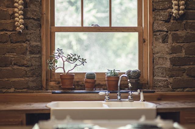 Ukryj pościel i szpargały, nawet kiedy domek mały - czyli sprytne schowki